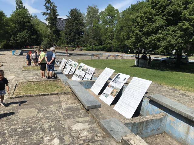 Víkend otevřených zahrad 2019 - Vzpomínkové panely parku Střed s fotografiemi ze 70. a 80. let